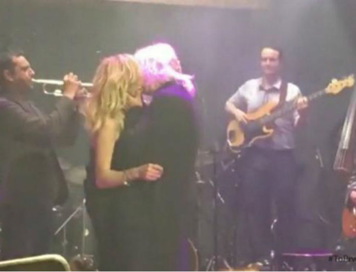 Παθιασμένα φιλιά επί σκηνής για Βίσση-Καρβέλα! Είναι ξανά μαζί;(video)