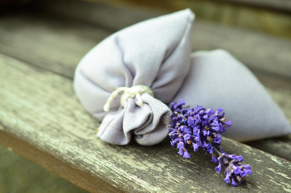 Σπιτικά αρωματικά επαναχρησιμοποιήσιμα φακελάκια λεβάντας για το πλυντήριο