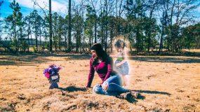Σκότωσε το δίχρονο κοριτσάκι της και μόνταρε φωτογραφίες που τις δείχνουν μαζί