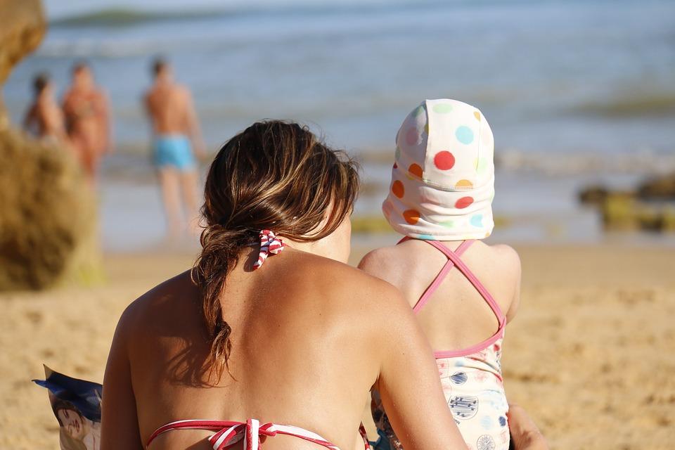 Ήλιος και δέρμα: τι να προσέξουμε στα πρώτα μπάνια