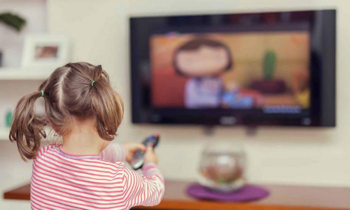 Προσοχή: Πέντε επιπτώσεις που έχουν οι οθόνες στον εγκέφαλο ενός παιδιού!