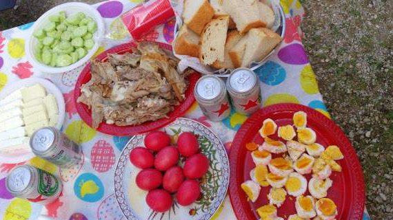Μαγειρίτσα, αρνί, τσουρέκι -Πόσες θερμίδες έχουν τα φαγητά του Πάσχα