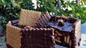 Εύκολη τούρτα με σοκολάτα, πτιμπερ και παστέλι αμυγδάλου