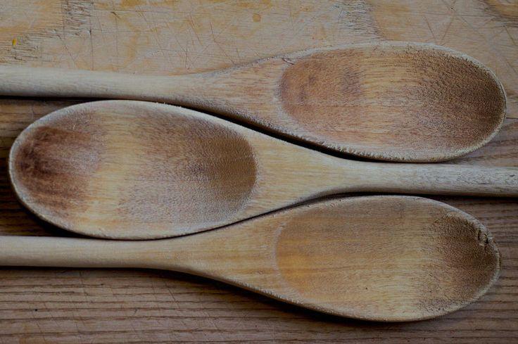 Ξύλινη κουτάλα. Καθάρισμα, απολύμανση και αφαίρεση μυρωδιάς φαγητού