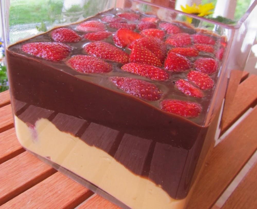 Εύκολη κρέμα σοκολάτας με φράουλες