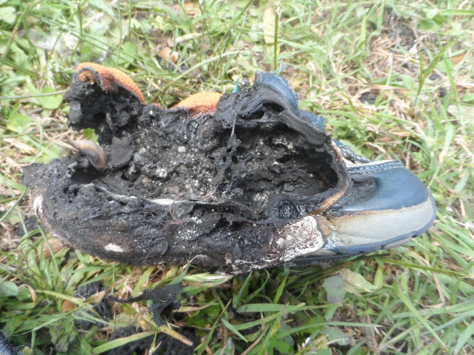 Παιδικά παπούτσια με φωτάκια πήραν φωτιά! (Φωτογραφίες)