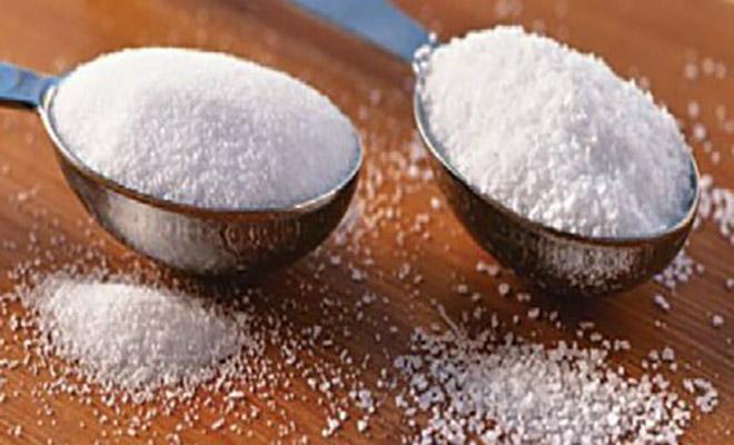 Ανακατέψτε αλάτι και ζάχαρη πριν πάτε για ύπνο και δείτε τα εκπληκτικά αποτελέσματα!!