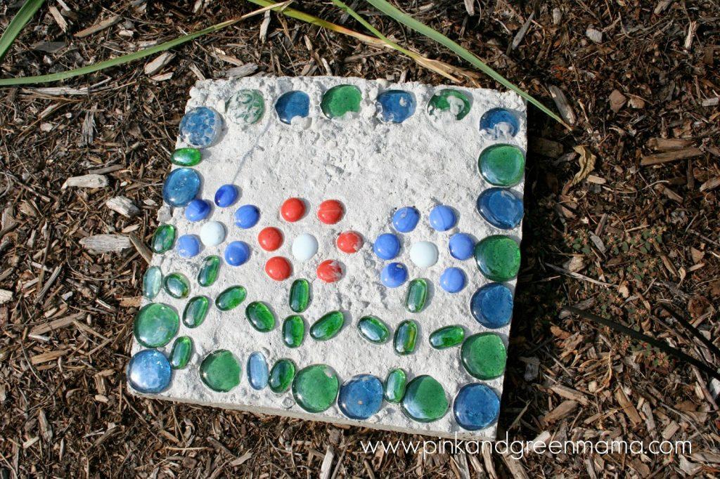 flower-design-stepping-stone-backyard-kid-craft-project-outdoor-fun-summer