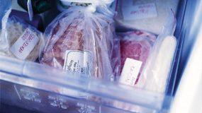 Το λάθος που κάνουμε όλοι στην απόψυξη τροφίμων… Ποιοι είναι οι ασφαλείς τρόποι