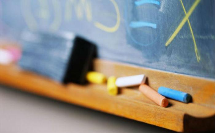 ΧΩΡΙΣ προσευχή, παρελάσεις και πανελλήνιες – ΣΑΡΩΤΙΚΕΣ προτάσεις για την Παιδεία