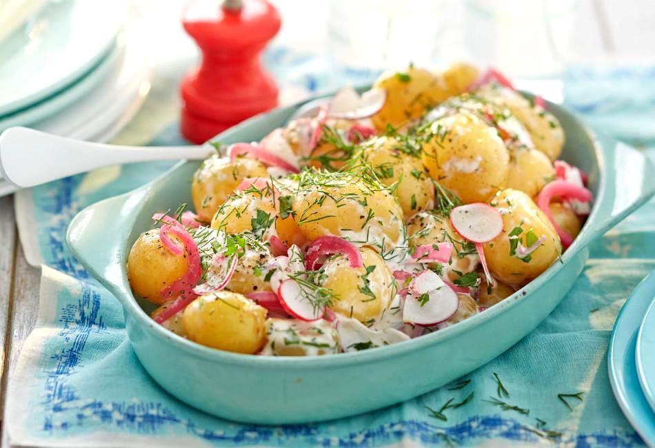 Καλοκαιρινές γεύσεις! Συνταγή για πατατοσαλάτα από τον Δημήτρη Σκαρμούτσο