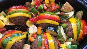Ρολάκια κιμά με λαχανικά στη γάστρα