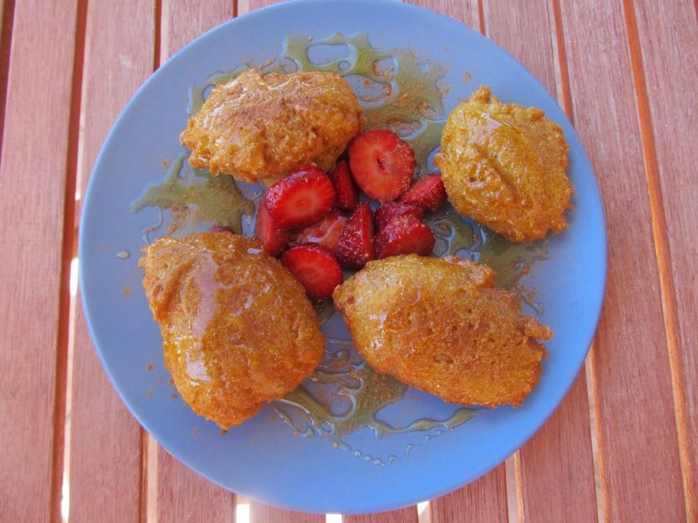 Λουκουμαδένιες τηγανίτες με σιμιγδάλι