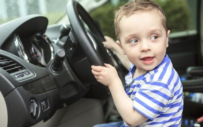 Παιδί μόνο στο αυτοκίνητο: Οι θανάσιμοι κίνδυνοι