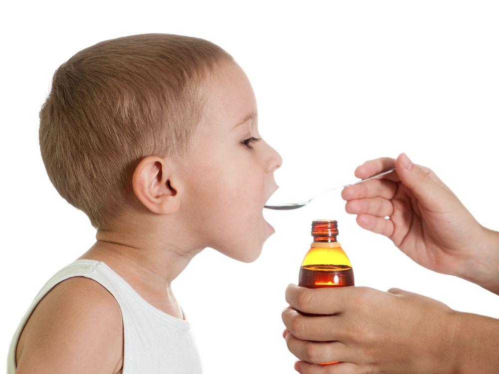 Δείτε από τι κινδυνεύουν τα παιδιά όταν παίρνουν παυσίπονα για ψύλλου πήδημα