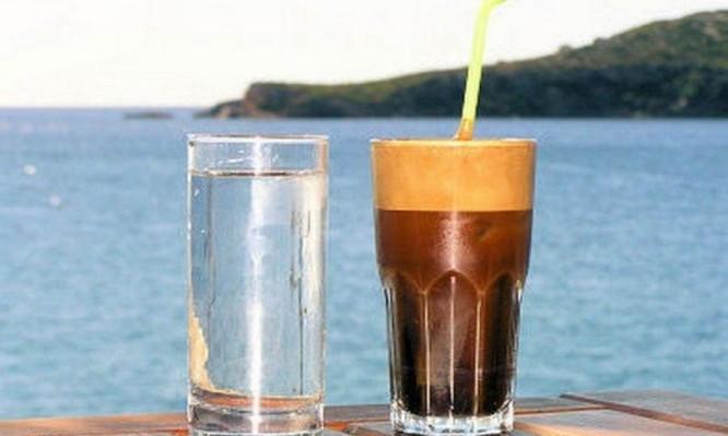Καφές το πρωί: Γιατί ΔΕΝ πρέπει να τον πίνετε με άδειο στομάχι