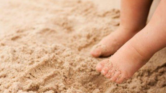 Γονείς προσοχή: Η άμμος κρύβει κινδύνους για τα παιδιά!