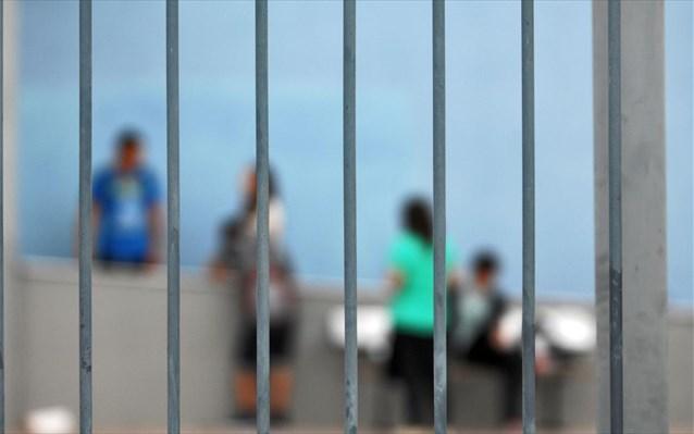Σύλληψη 46χρονου για αποπλάνηση ανηλίκων κατά συρροή-Πλησίαζε μαθήτριες έξω από σχολεία και ασελγούσε σε βάρος τους