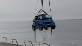 Μεσολόγγι: Οικογένεια με ένα παιδί έπεσε με το αυτοκίνητο στη θάλασσα