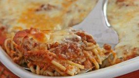 Σπαγγέτι με κιμά και μανιτάρια στο φούρνο