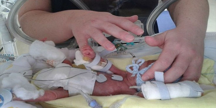 ΤΡΑΓΙΚΟ! Είδε την φωτογραφία του νεκρού μωρού της στο Facebook για έρανο!