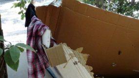 Τετραμελής οικογένεια με μωρά ζει επί 9 μήνες μέσα σε χαρτόκουτα