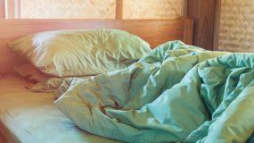 Πώς διατηρήσετε καθαρό το κρεβάτι σας- Γιατί γεμίζει μικρόβια το καλοκαίρι