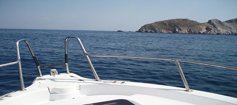 Σύγκρουση τουριστικού σκάφους με ταχύπλοο στην Αίγινα – 3 νεκροί!