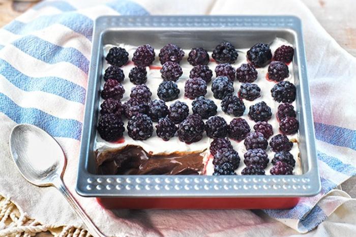 Γλυκό ψυγείου σοκολάτα-κρέμα, έτοιμο σε 10 λεπτά – από την Αργυρώ Μπαρμπαρίγου!