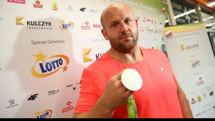 Πουλάει το μετάλλιο του Ρίο για να σώσει ένα αγοράκι!