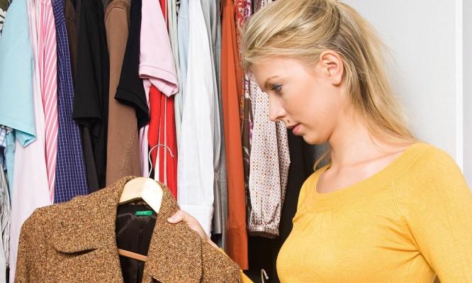 Τι να προσέχετε με τη ναφθαλίνη όταν «κατεβάσετε» τα χειμωνιάτικα ρούχα