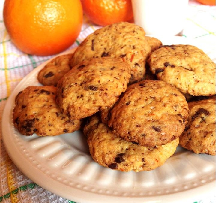 Ανάλαφρα μπισκοτάκια πορτοκαλιού με σοκολάτα!