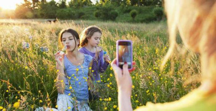 Ποιά είναι τα όρια στην ανάρτηση φωτογραφιών με παιδιά στο διαδίκτυο
