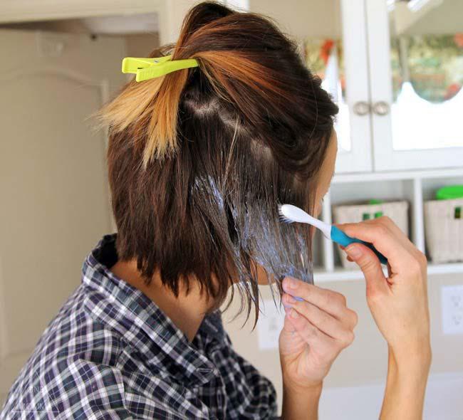 Κάντε ombre τα μαλλιά σας με μια οδοντόβουρτσα