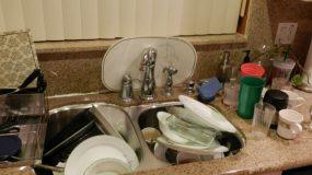 Πώς να Καθαρίσετε Ένα Πολύ Βρώμικο Σπίτι Μέσα σε 24 Ώρες