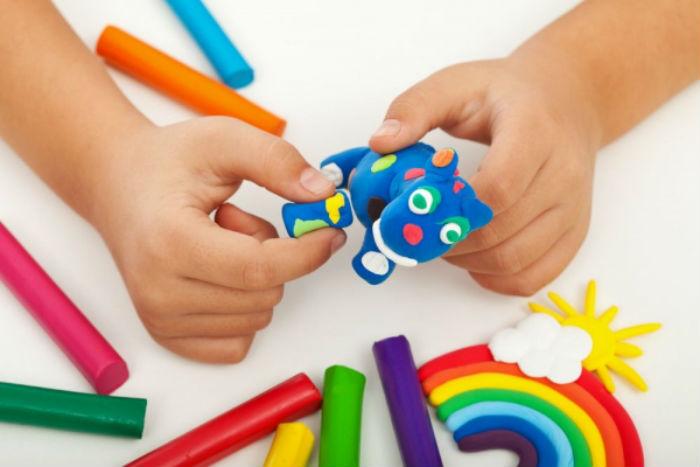 Φτιάξτε εύκολα σπιτικό πηλό για τα παιδιά σας!