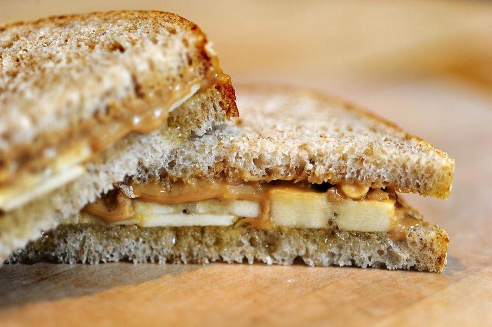 Σχολικό κολατσιο:Σάντουιτς με ταχίνι, μέλι και μπανάνα