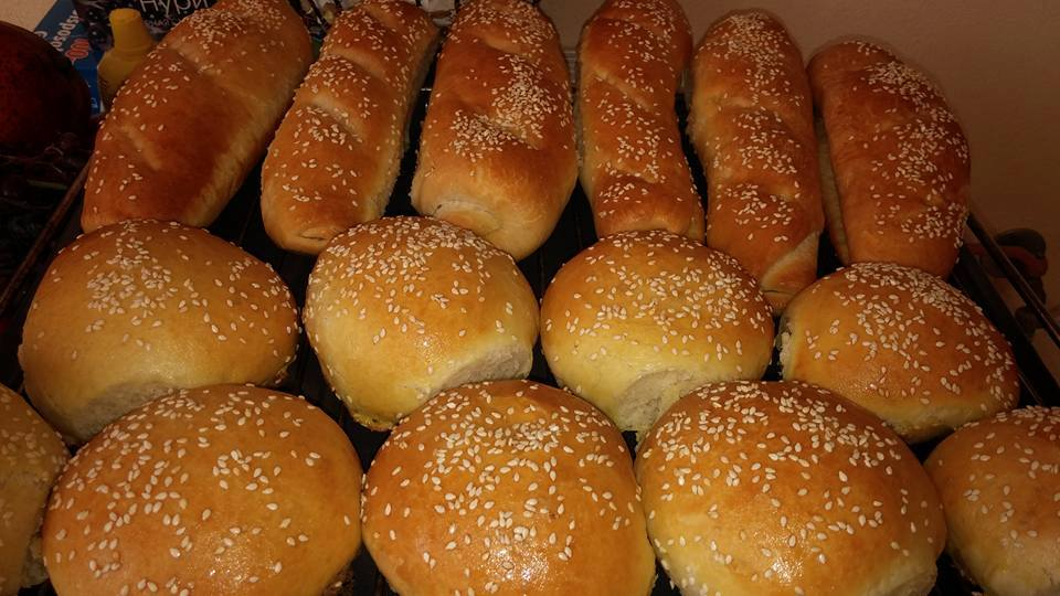 Μπακέτες και ψωμί για χαμπουργκέρ