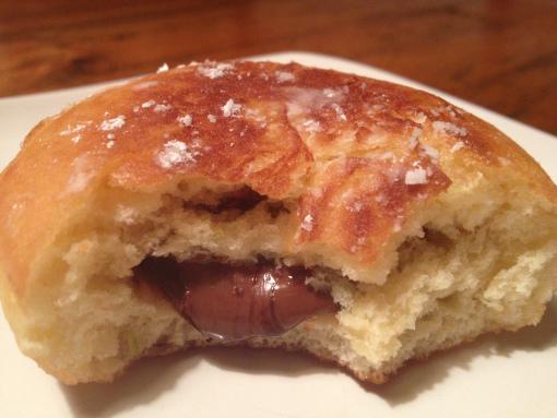 Λαχταριστά donuts με nutella που θα σας ξετρελάνουν