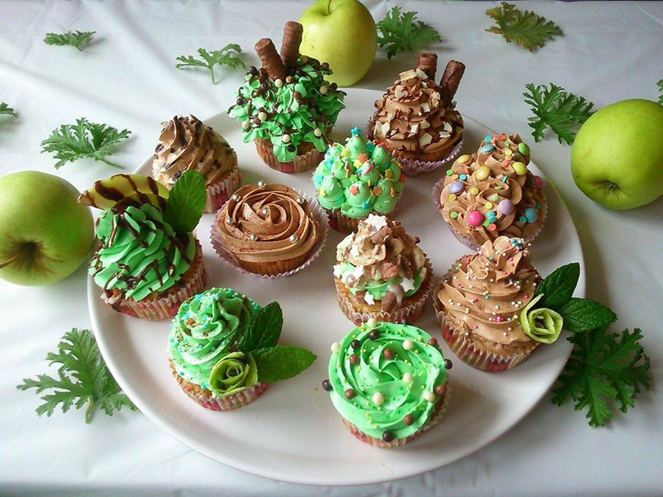 Cupcakes πράσινου μήλου με  frosting κανέλας