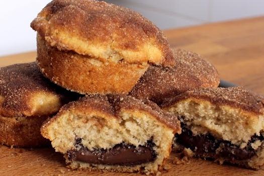 Muffins με κανέλα γεμιστά με Nutella