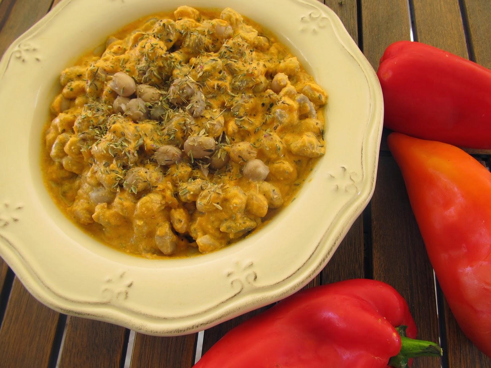 Φασόλια χάντρες με ψητές πιπεριές φλωρίνης και θυμάρι