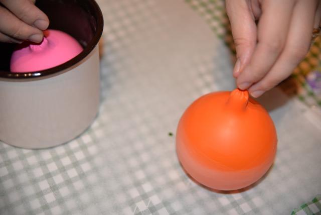 Πως με μπαλόνια μπορείτε να φτιάξετε υπέροχα διακοσμητικά κεριά!