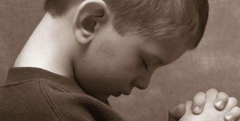 10 Τρόποι για να διδάξετε στο παιδί σας να προσεύχεται.