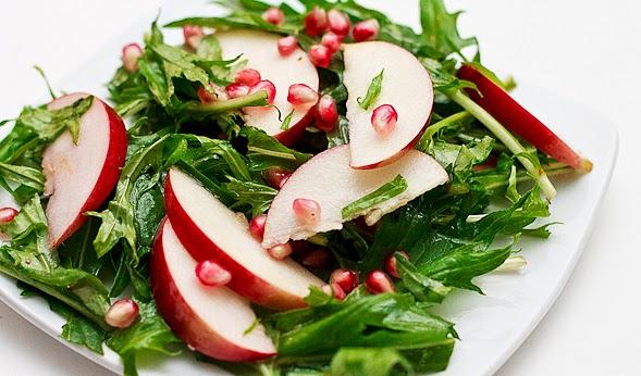Χριστουγεννιάτικη Σαλάτα με μήλα, ρόδι & υπέροχο dressing