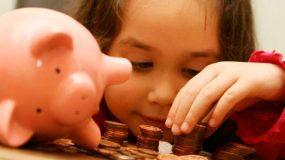 Πότε και πόσο χαρτζιλίκι πρέπει να δίνουμε στα παιδιά μας