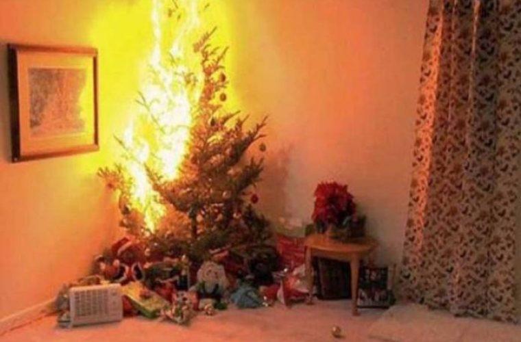 ΣΟΚΑΡΙΣΤΙΚΟ ΒΙΝΤΕΟ: Πόσο εύκολα μπορεί να πάρει φωτιά το χριστουγεννιάτικο δέντρο!