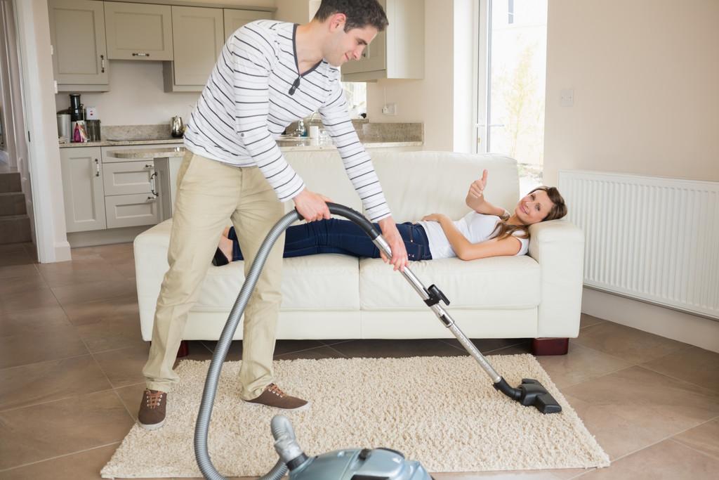 Οι γυναίκες είναι πιο πιθανό να απατήσουν όταν οι άντρες τους δεν κάνουν δουλειές στο σπίτι