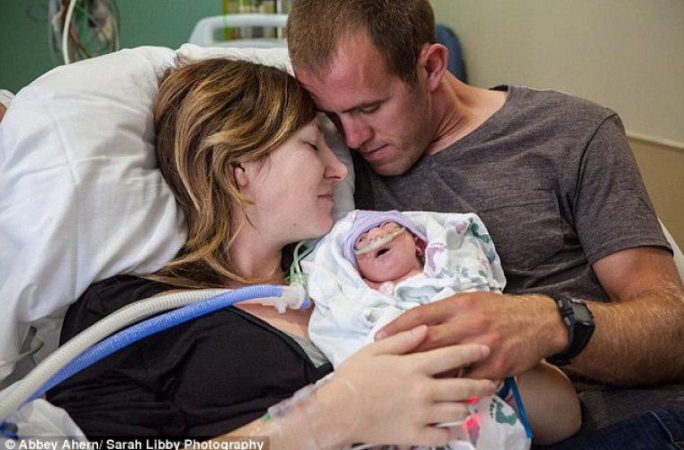 Μητέρα με τεράστια ψυχικά αποθέματα αποφάσισε να γεννήσει το ετοιμοθάνατο μωρό της για να το κρατήσει αγκαλιά