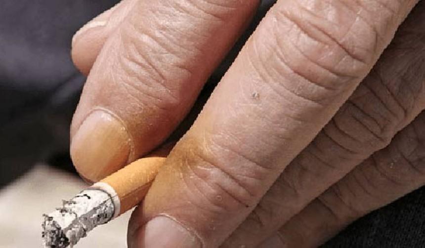 Κιτρινίλα στα δάχτυλα από τσιγάρο: 3 τρόποι για να την εξαφανίσεις!